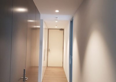 Energy efficient downlight installation in ceiling